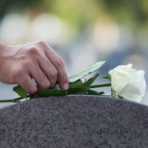 Vorbereitung auf einen Sterbefall: Welche Bestattungsarten gibt es?